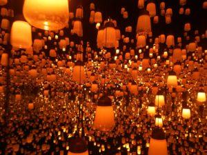 ランプの森、オレンジの光。
